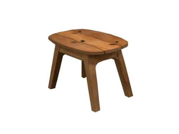Low teak garden stool WAVE | Garden stool by MOBIKA GARDEN