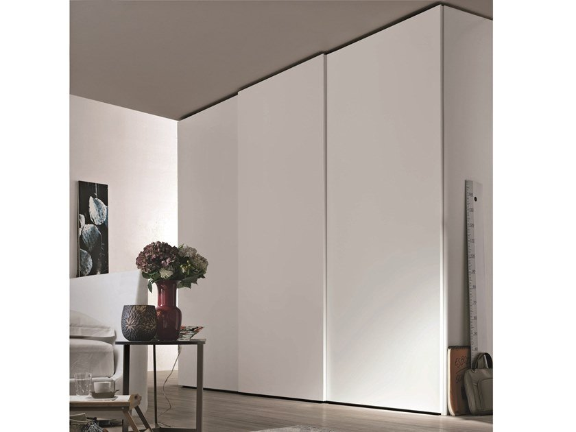 Lacquered wardrobe with sliding doors GOLA | Wardrobe with sliding doors by Gruppo Tomasella