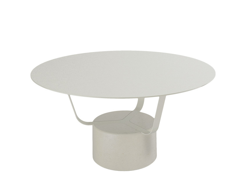 Steel garden side table GRETEL | Garden side table by Monolithe Edition