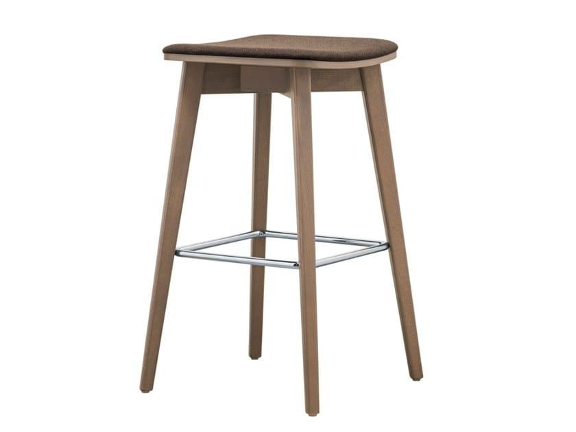Sgabello alto in faggio con cuscino integrato hellen stool sg02
