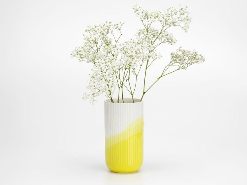 Vaso in ceramica HERRINGBONE VASE RIBBED by Vitra