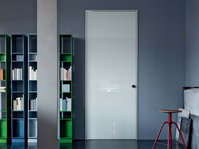 Hinged glass and aluminium door with concealed hinges L41 | Hinged door by Lualdi