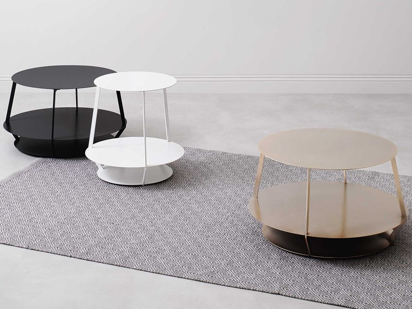 Round metal coffee table with integrated magazine rack HOOP NAKED by Paola Zani