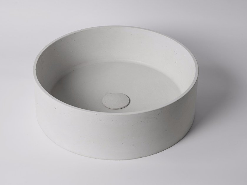 Countertop round concrete washbasin HUI | Round washbasin by Bentu Design