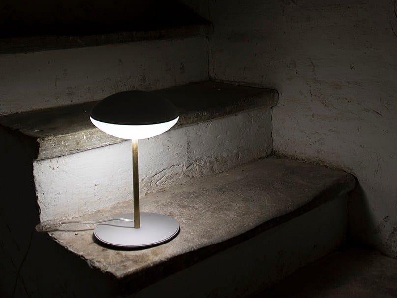 Lampada da tavolo a LED in PMMA HULA | Lampada da tavolo by Kriladesign