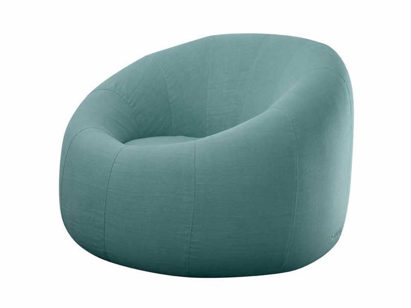 Upholstered fabric armchair IGP9225 | Armchair by SOFTHOUSE