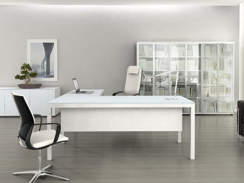L-shaped glass office desk IMPULS | L-shaped office desk by MDD