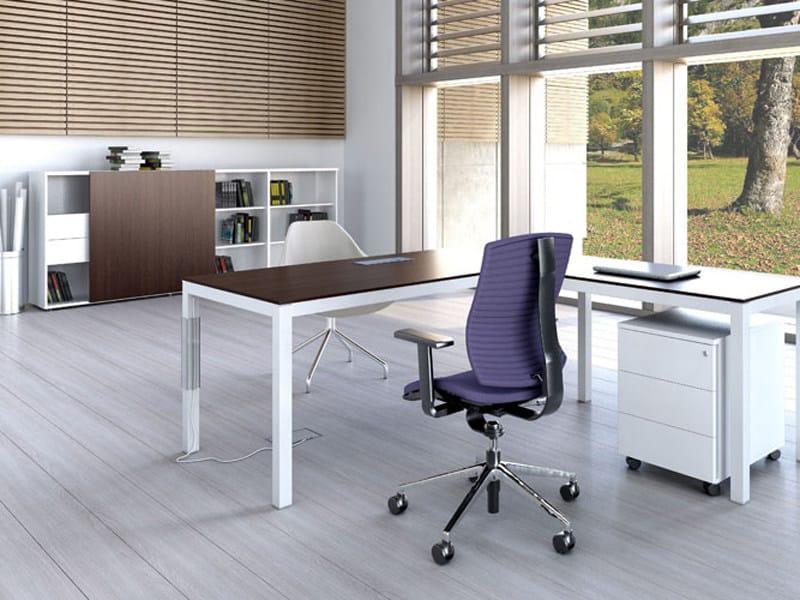 L-shaped melamine-faced chipboard office desk IMPULS | Melamine-faced chipboard office desk by MDD