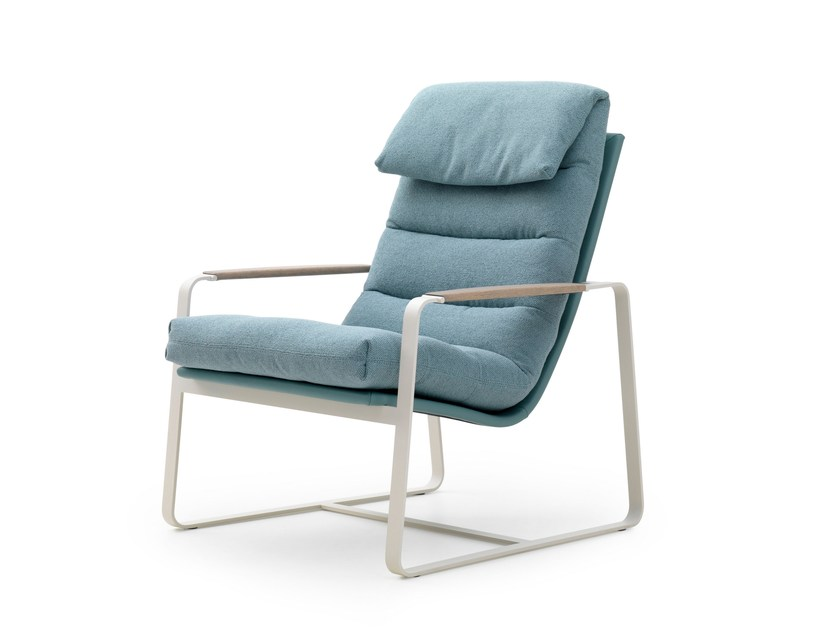 Sled base fabric easy chair with armrests INDRA | Fabric easy chair by LEOLUX