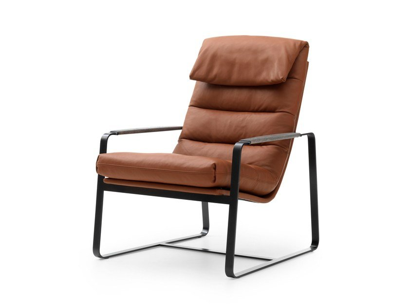Sled base leather easy chair with armrests INDRA | Leather easy chair by LEOLUX