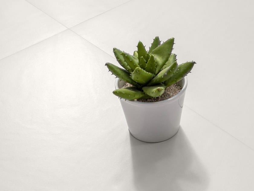 Pavimento/rivestimento in gres porcellanato effetto resina INSIDEART WHITE by CERAMICA SANT'AGOSTINO