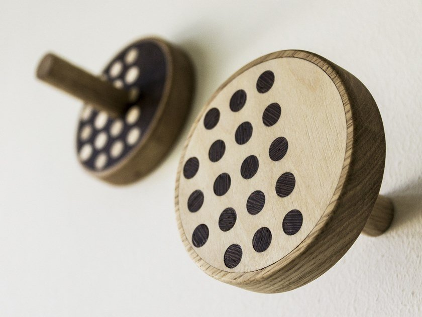 Couple of wall hangers made of inlayed wood INVERSO POINT WARM by LIGNIS®