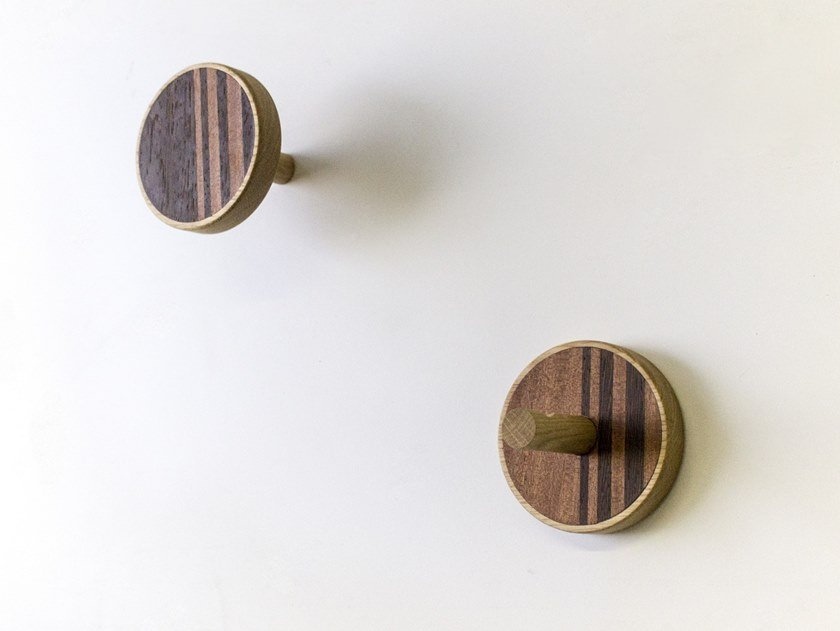 Couple of wall hangers made of inlayed wood INVERSO VERTICAL WARM by LIGNIS®
