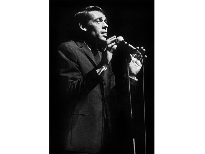 Stampa fotografica JACQUES BREL ALL' OLYMPIA NEL 1966 by Artphotolimited