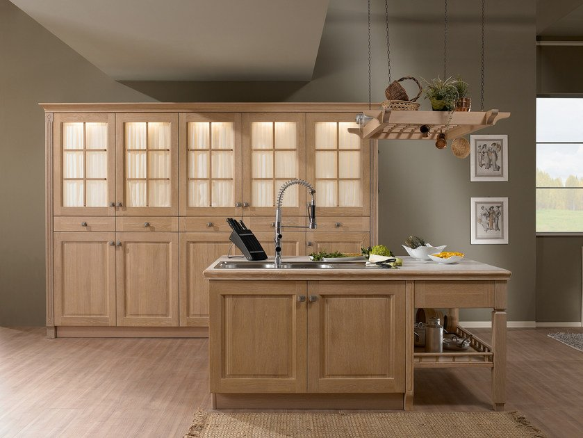 Solid wood fitted kitchen with island JENNY | Kitchen with island by Floritelli Cucine