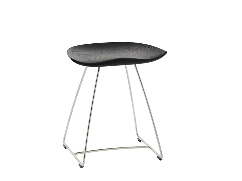 Solid wood stool KAZ | Stool by Karl Andersson
