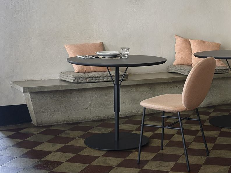 Round wooden table KELLY T | Round table by Tacchini