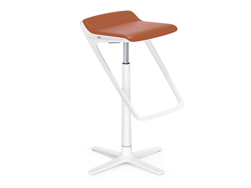 High stool with 4-spoke base with footrest KINETIC IS5 710K by Interstuhl