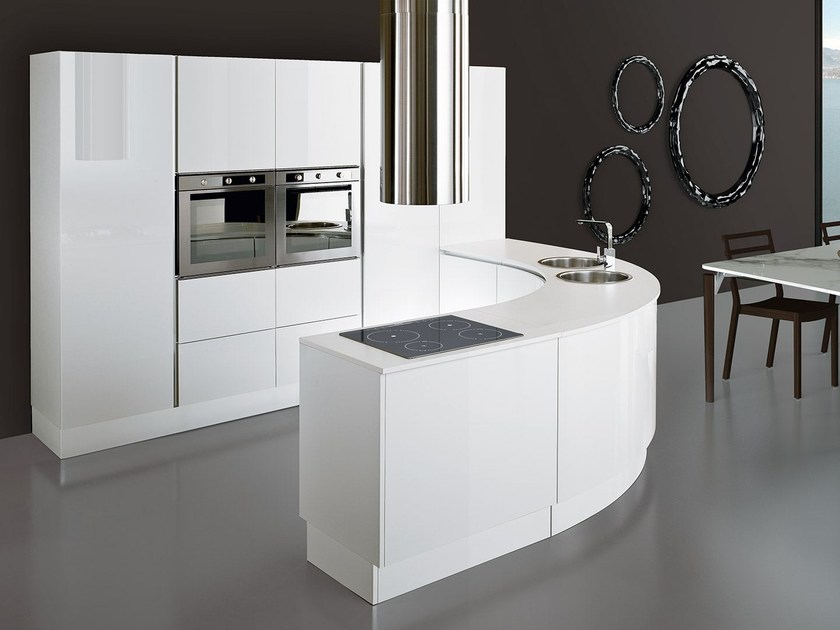 Lacquered fitted kitchen with peninsula ELLISSE | Kitchen with peninsula by Oikos Cucine