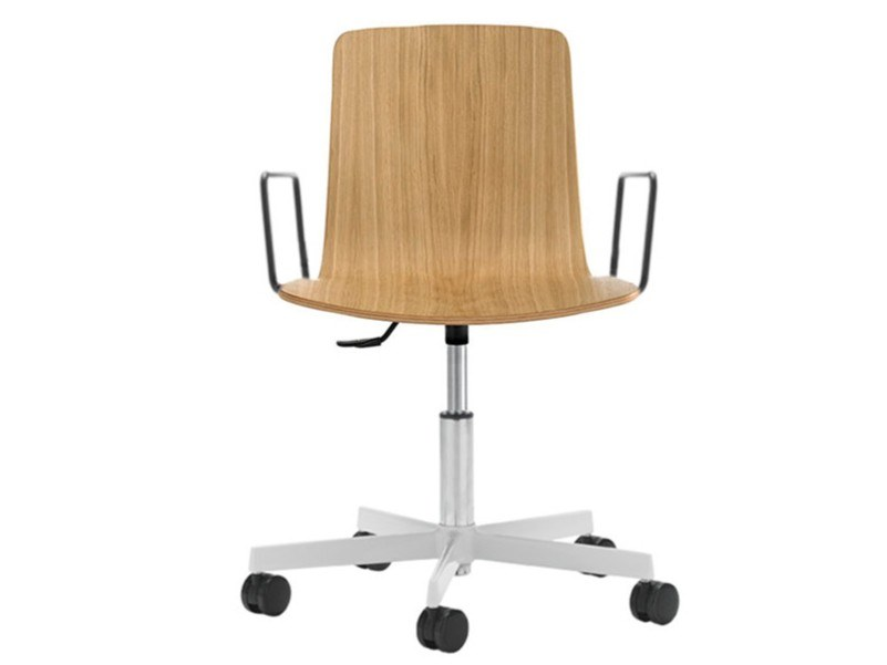 Height-adjustable wooden office chair with armrests KLIP | Office chair with armrests by Viccarbe