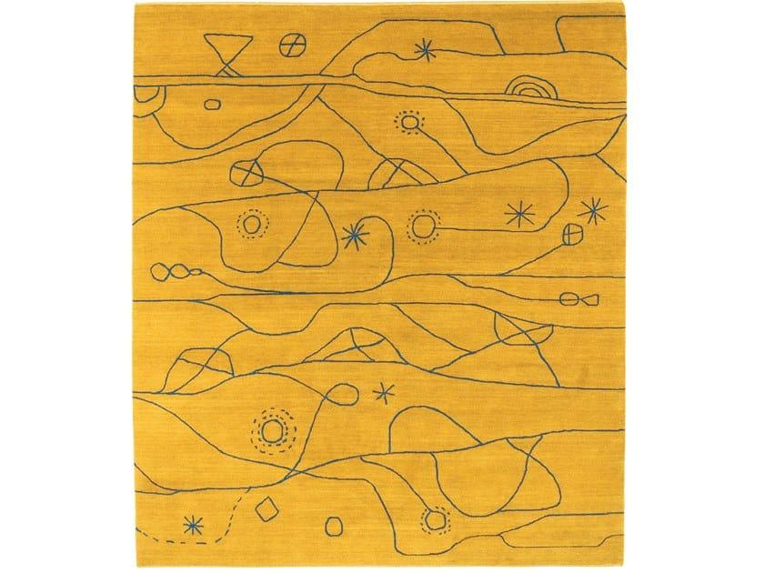 Tappeto annodato a mano in lana con pattern KUUMA YE by Kristiina Lassus Studio