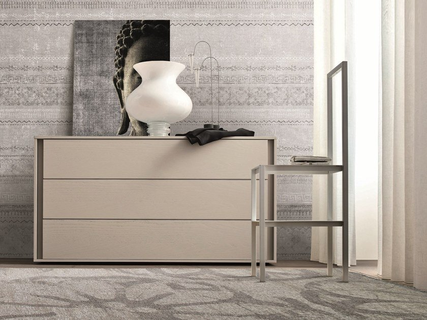 Lacquered chest of drawers with integrated handles VIP | Lacquered chest of drawers by Gruppo Tomasella