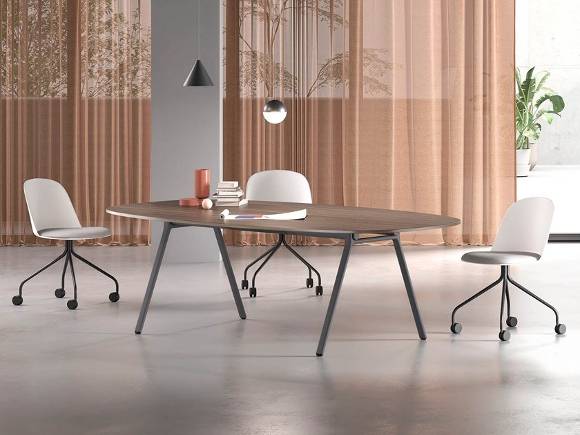 Oval wooden meeting table LAY | Meeting table by Archiutti