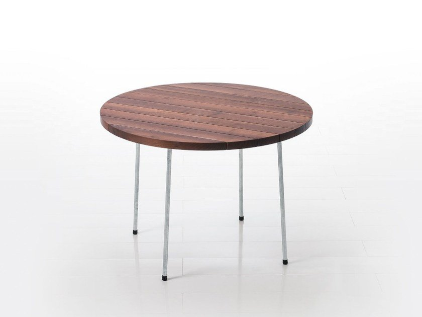 Round wooden table LES COPAINS | Round table by brühl