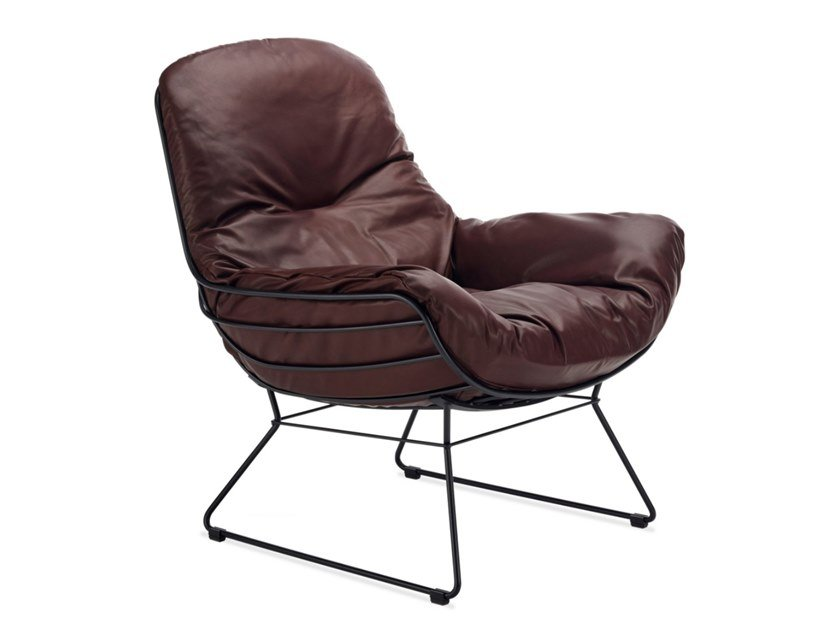 Sled base leather easy chair with armrests LEYASOL | Easy chair by Freifrau