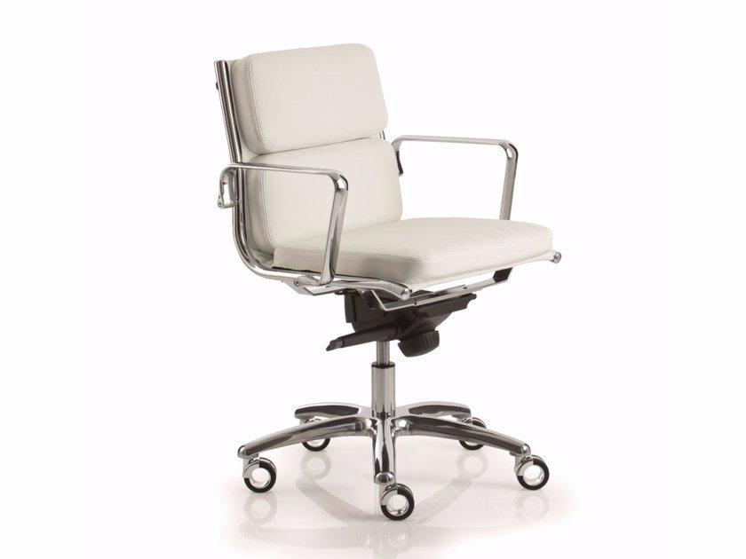 Low back executive chair with 5-spoke base with armrests LIGHT | Low back executive chair by Luxy