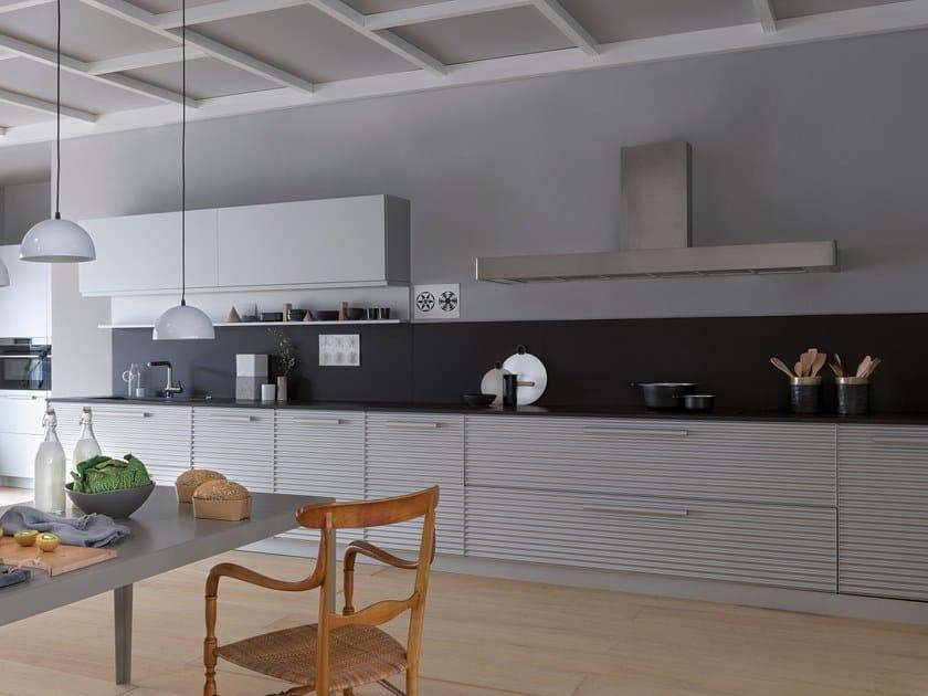 Cucina componibile lineare in alluminio naturale CINQUETERRE | Cucina lineare by SCHIFFINI
