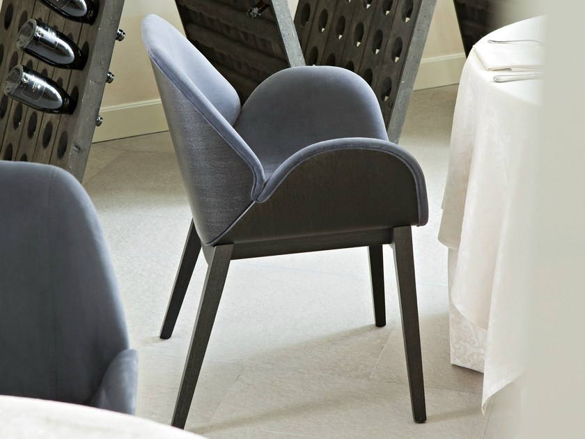 Sedia Imbottita Design : Sedia imbottita in frassino con braccioli lips sedia alma design