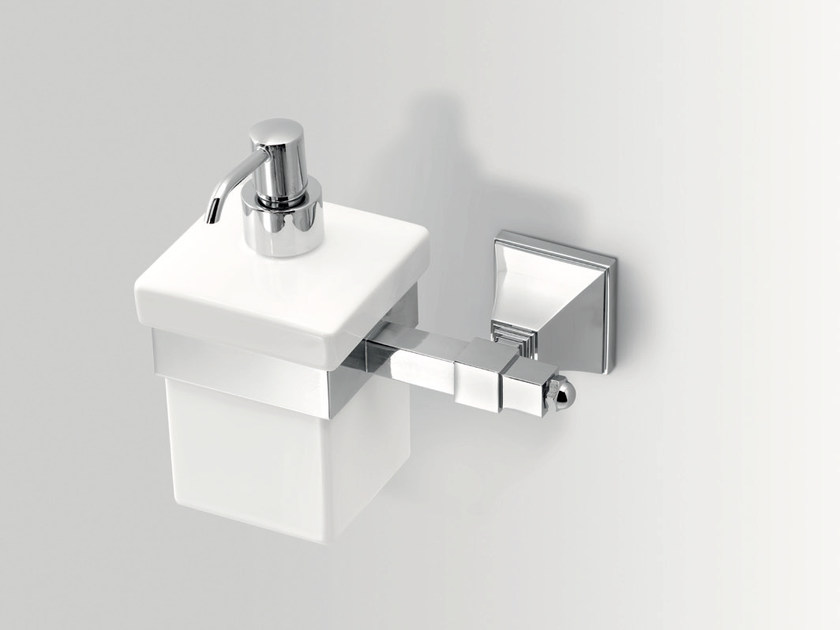 Dispenser di sapone liquido da parete in ceramica TIMELESS | Dispenser di sapone liquido by BATH&BATH