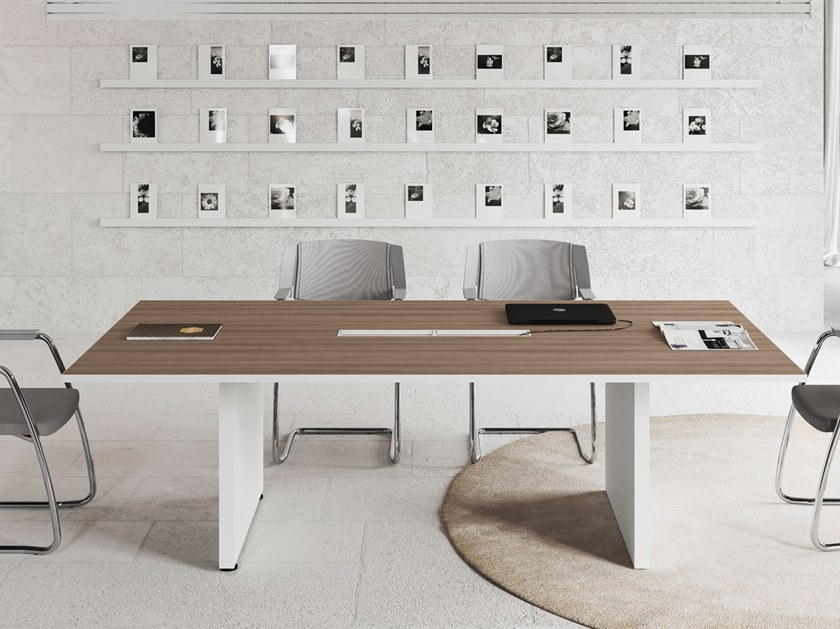 Scrivania Ufficio Ovvio : Tavolo da riunione rettangolare con sistema passacavi logic tavolo
