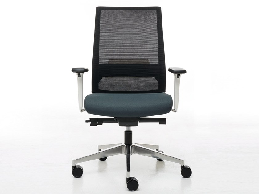 Task chair with 5-Spoke base with armrests LOGICA WHITE | Task chair by Linea Fabbrica