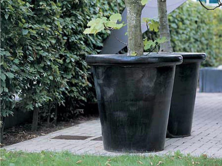 Terracotta garden vase LONDON by Domani