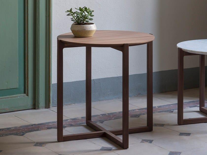 Tavolino rotondo in legno impiallacciato lotta tavolino alto by kendo mobiliario