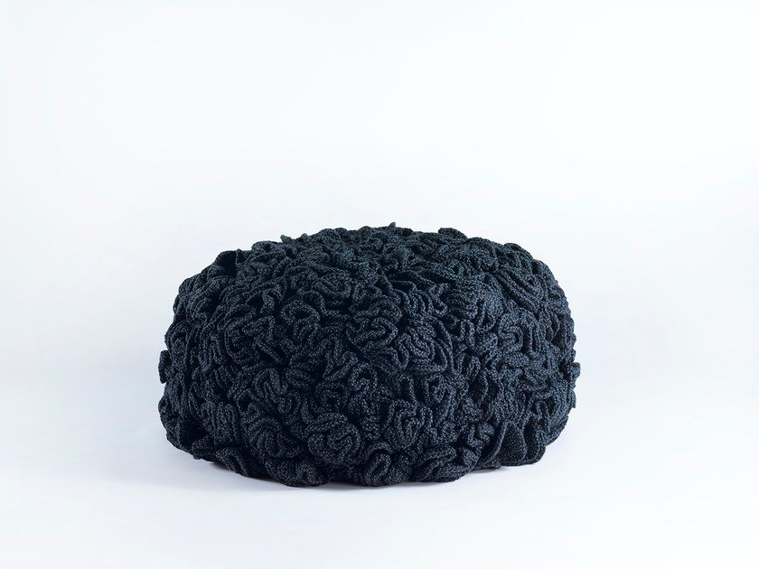 Pouf in tessuto LOW FLOWER POUFFE by iota project