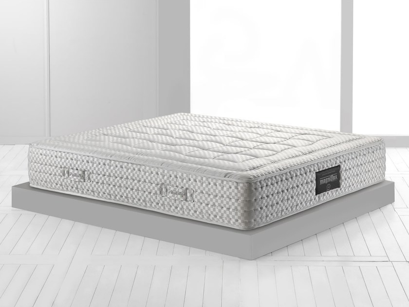 Thermoregulator breathable mattress MAESTRO SPRING 900 by Magniflex