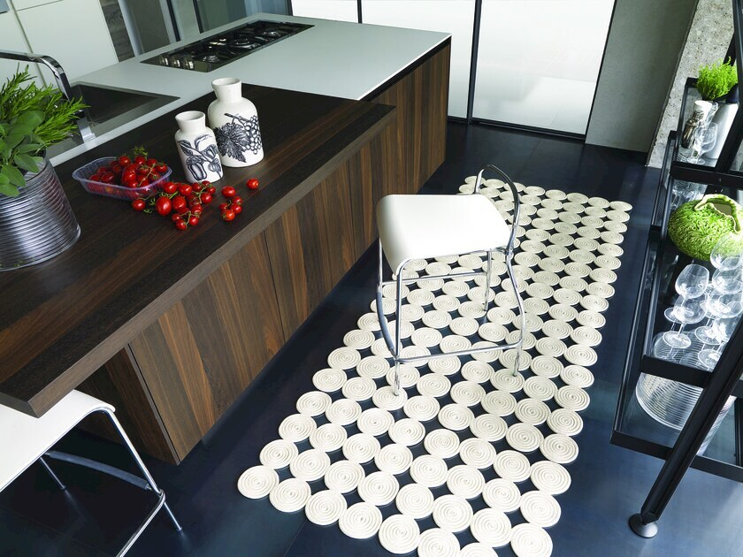 Solid-color rectangular rug MARTINICA by Besana Moquette