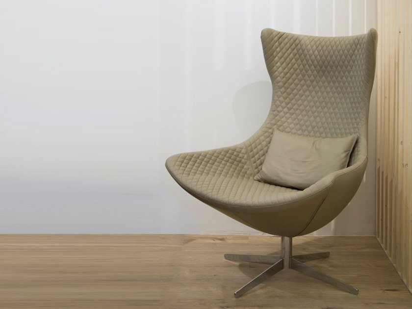 Upholstered wooden armchair with 4-spoke base MATELASSé by H&Co