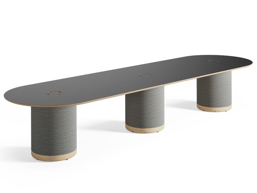 Tavolo da riunione ovale fonoassorbente con passacavi WOOFER | Tavolo da riunione by Glimakra of Sweden