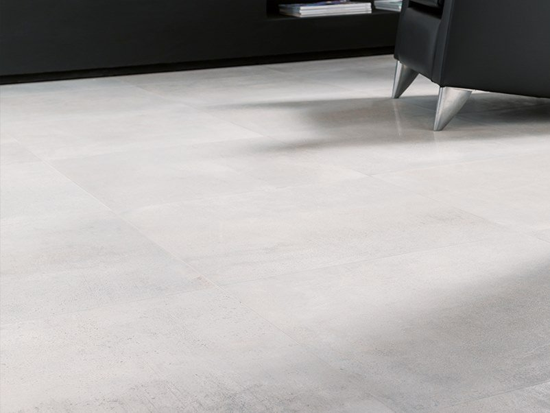 Wall/floor tiles with metal effect METROPOLITAN SILVER by Venis