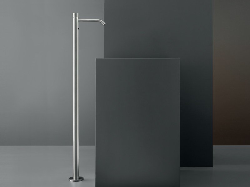 Free-standing mixer for washbasin with presence sensor MILO 20 R by Ceadesign