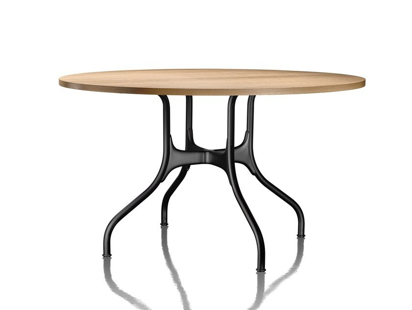 Round aluminium and wood dining table MILÀ | Aluminium and wood table by Magis