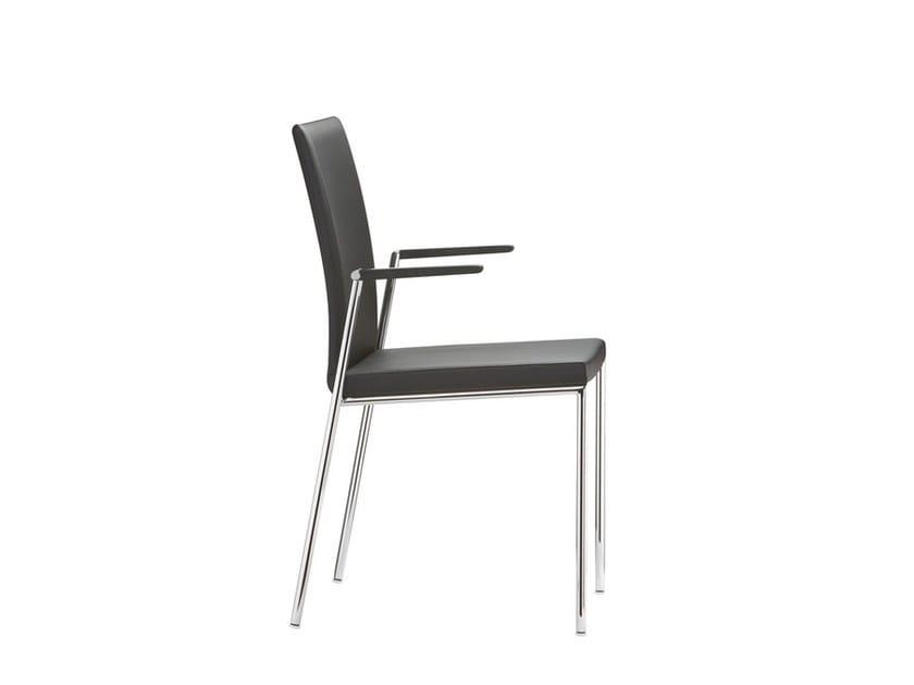 Sedia impilabile in pelle con braccioli MILANOLIGHT COMFORT | Sedia impilabile by Brunner