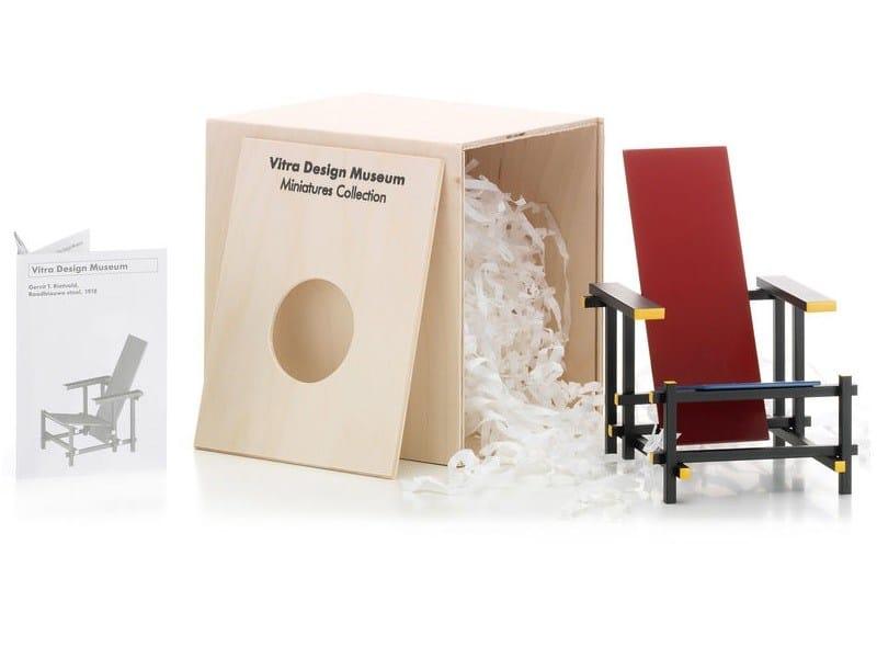 Vitra Dar Stoel : Dekorationsobjekt miniatures rood blauwe stoel kollektion