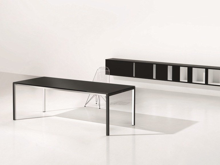 Rectangular laminate office desk MINIMUM | Laminate office desk by Ultom