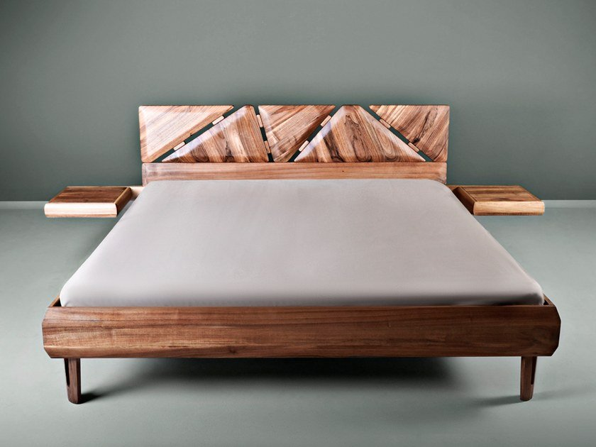 Letto matrimoniale in legno massello con comodini integrati MISTA By HOOKL  und STOOL design Aleksandar Ugresic