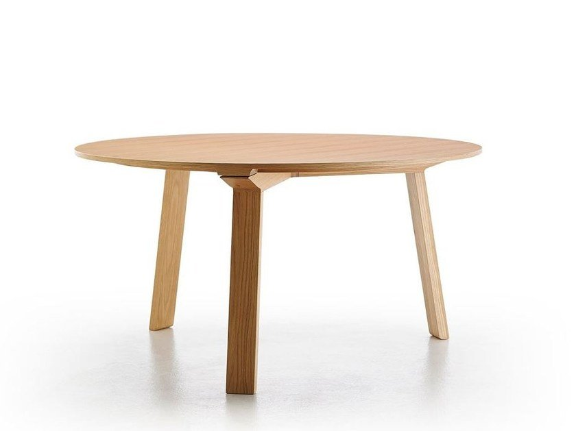 Solid wood table MITIS | Round table by Punt